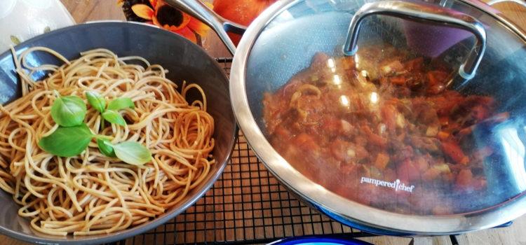 Vollkorn-Spaghetti in Kürbis-Steinpilz-Champignon-Sugo