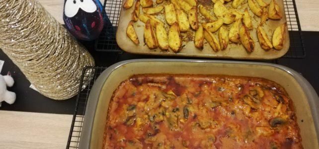 Veganes Hähnchengyros mit Tomaten- Champignonsoße und selbstgemachten Kartoffel Wedges